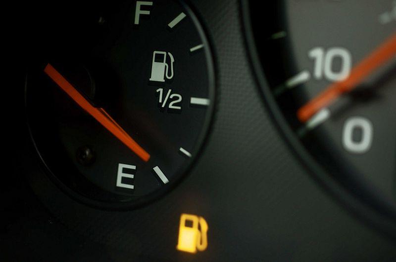 мало бензина