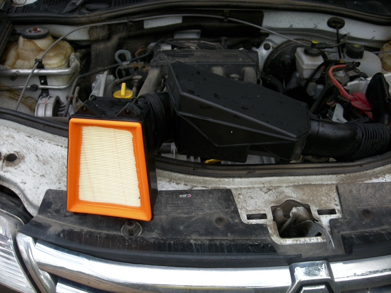 Воздушный фильтр Рено Дастер: как выбрать и поменять на бензиновом и дизельном двигателе