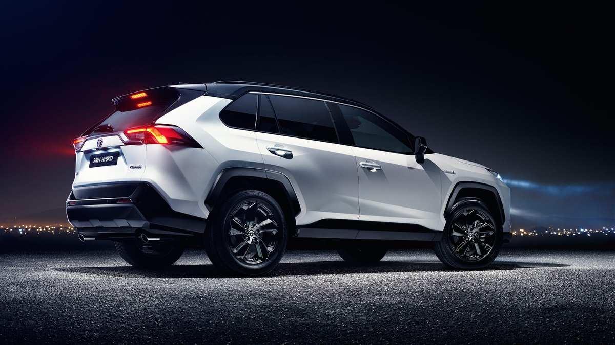 Новая Toyota RAV4 стала еще ближе. Озвучены европейские цены