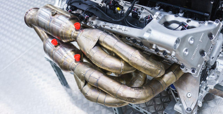 Самый мощный двигатель V12 Aston Martin Valkyrie развивает более 1000 сил, видео