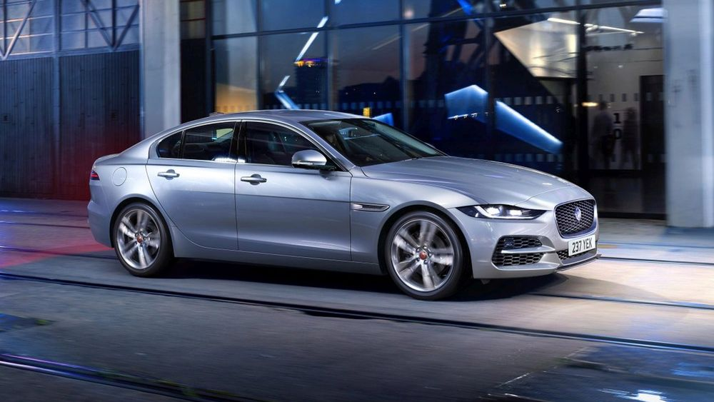 Обзор Jaguar XE 2019. Обновленный седан уже в продаже