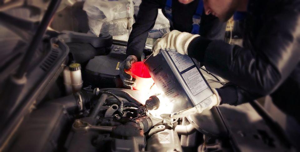 Обслуживаем Пежо 508: замена масла в АКПП
