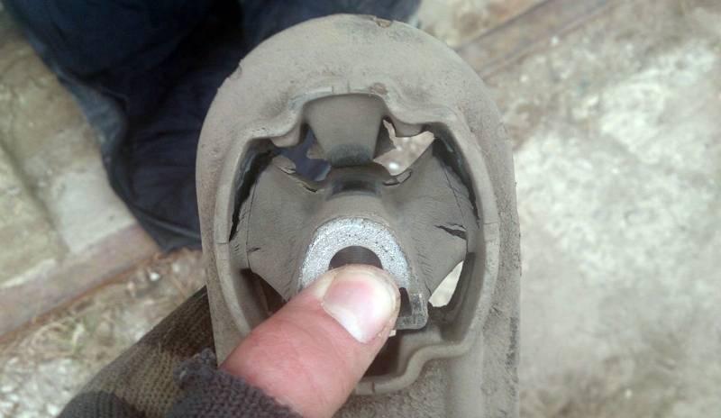 нижняя опора двигателя рено логан